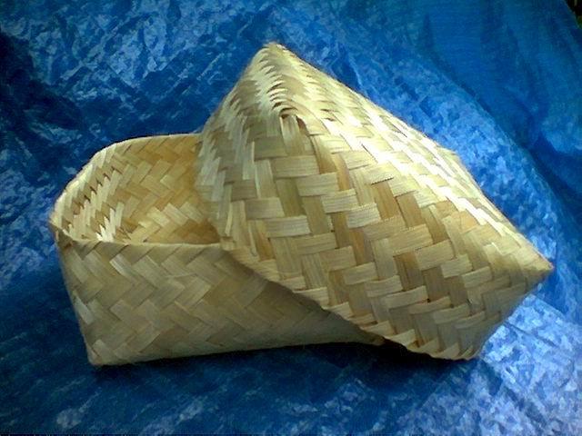 Besek wadah tradisional terbuat dari anyaman bambu masih tetap eksis ...