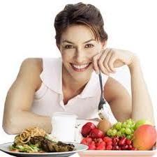 Berikan senyum manis saat akan menyantap makanan. Energi senyum manis akan menjadikan makanan dan minuman yang akan disantap tetap segar.