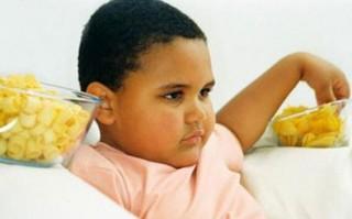 Anak-anak yang mengalami obesitas berisiko tinggi terhadap masalah kesehatan seperti penyakit jantung, diabetes, dan bahkan kanker ketika telah dewasa. Sebuah studi melaporkan bahwa sekitar 17 persen anak-anak yang kelebihan berat badan cenderung menjadi orang dewasa yang kelebihan berat badan atau obesitas juga.