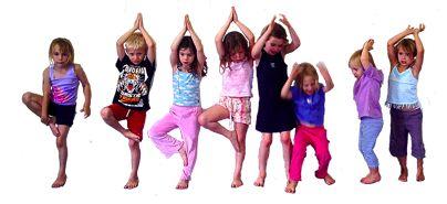 Untuk membuat anak gampang mengendalikan diri dengan penuh ketenangan, anak-anak perlu belajar yoga.