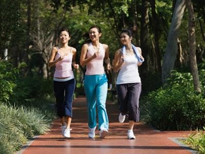 Dengan rajin berolahraga secara teratur per minggunya, tubuh akan bugar dan sehat, Lemak dalam tubuh ikut dibakar.
