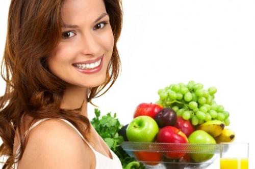 Pola makan sehat rendah lemak tinggi serat dengan cara perbanyak mengonsumsi sayur dan buah.