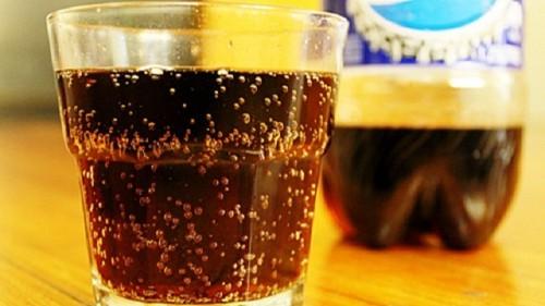 Sekali-kali menikmati minuman bersoda boleh saja asal dalam takaran yang wajar. Imbangi dengan aktivitas fisik mencegah terjadinya obesitas.