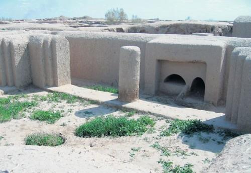 Salah satu sudut halaman di dalam areal benteng kuno.