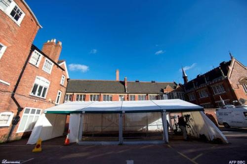 Halaman parkir  universitas Leicester tempat dimana ditemukan kerangka manusia yang diduga milik Raja Richard III.
