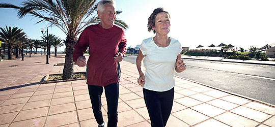 kakek dan nenek olahraga lari - Girls, ini alasan kamu harus berolahraga mulai sekarang