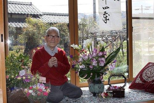 Selepas pensiun sebagai pegawai pos di  kotanya, Kimura bertani untuk mengisi masa pensiunnya hingga usia 90 tahun. Isterinya telah meninggal dunia beberapa tahun silam. Saat ini Kimura menikmati hari tuanya dengan banyak membaca, berjalan ringan di sekitar tempat tinggalnya dengan tongkat menyangga tubuhnya.