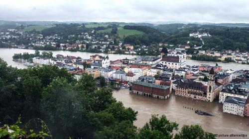 Akibat hujan yang tak henti-hentinya, genangan air di sejumlah wilayah Jerman bagian selatan dan timur semakin meningkat. Tentara Jerman mulai dikerahkan untuk membantu penduduk.