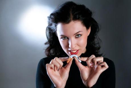 Karena tidak ingin kulit nya kusam, wanita ini bertekan berhenti merokok .