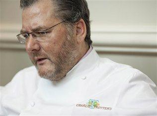 Charlie Trotter pemilik rumah makan dituduh menjual anggur palsu.
