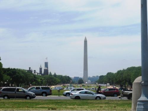 Washington DC  dengan monumen dan memorial. Salah satunya Monumen Washinton.