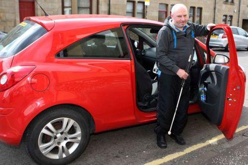 Paul Keating tidak mau kalah dengan orang lain untuk bisa menyetir mobil sekalipun penglihatannya sudah berkurang. Pressteam Scotland