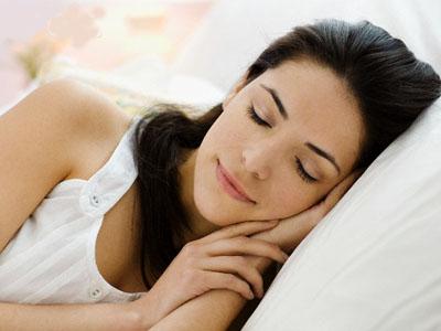 Tidur malam tepat waktu agar esok hari bangun dalam kondisi segar. Image by © Michael A. Keller/Corbis.