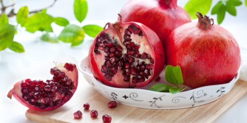Buah pome memang memiliki banyak manfaat sehat dan memberikanmu wajah berseri yang cantik. buah ini memiliki kandungan antioksidan yang sangat tinggi dan diklaim menjadi salah satu buah pencegah penyakit kanker.