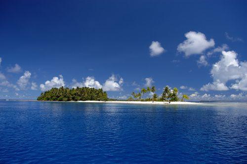 Jumlah penduduk Mikronesia sekitar 600.000 orang yang mendiami negeri kepulauan nan indah di Samudra Pasifik.
