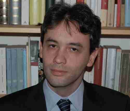 Profesor Tomasso Melodia, meraih gelar akademi di  Ph.D., University of Roma La Sapienza, Italy, 2006 Georgia Institute of Technology, 2007