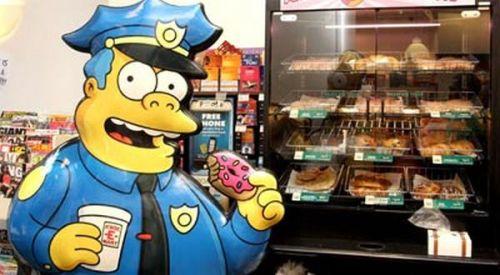 DEMI donat murah yang biasa dijual untuk polisi, Charles Berry asal Kota Pasco, AS, menyamar jadi polisi. Aksi Berry ketahuan karyawan toko donat yang mengenal Berry bukan anggota polisi kota Pasco County.