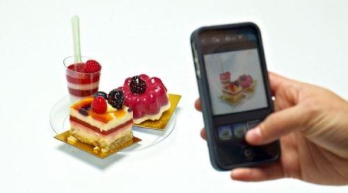 Mengunggah foto makanan ke jejaring sosial seperti Facebook atau Twitter, sangat dibenci masyarakat Swedia. Entah kenapa mereka tidak suka melihat alias muak melihat makanan dalam foto. Mungkin mereka ingin melihat makanan aslinya di dunia nyata.