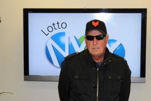 Tpm Crist menang lotre dan menyumbangkan hadiahnya untuk yayasan amal di Calgary, Kanada.