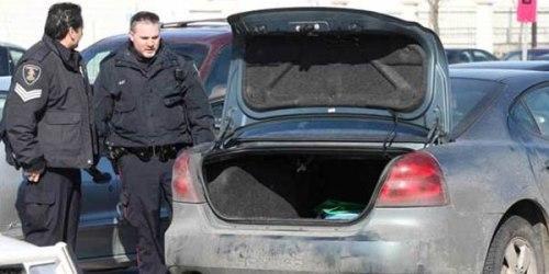 Bagasi mobil tempat pemuda mabuk  ditemukan polisi.