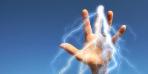 Yang berbahaya jika genangan air ada aliran listriknya. Air menjadi media penghantar listrik.