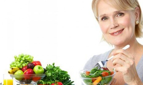 Sayur dan buah segar sumber makanan antioksidan tersedia melimpah di sekitar kita.