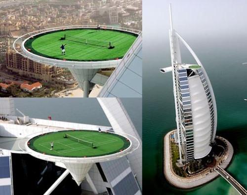 Lapangan tenis sekaligus landasan helikopter  di ketinggian 321 meter pada Burj-al-Arab.
