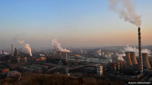 Polusi udara yang berbahaya telah menjadi bagian kehidupan di sebagian besar China. Mobil, truk dan pembangkit listrik ikut menyebabkan polusi itu.