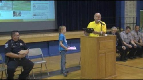 Abby Porter mendapat penghargaan dari kepolisian Kansas.