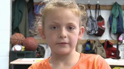 Abby Porter mengambil alih SUV keluarga setelah ibunya, yang berada di belakang kemudi, jatuh pingsan.