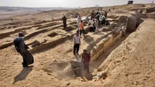 Areal makam kuno Saqqara dalam penggalian oleh arkeolog