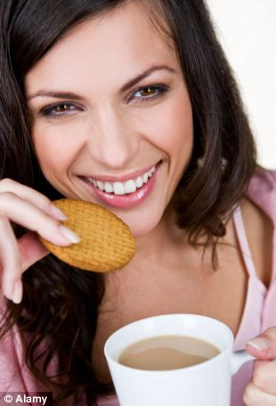 Para peneliti percaya bahwa dengan memberikan pelanggan minuman panas gratis di toko-toko pengecer dapat mengambil manfaat ( gambar yang ditimbulkan oleh model)