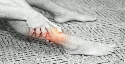 Saat kram datang menyergap, otot menegang, betis menjadi keras. Untuk meredakannya, salurkan reiki ke area dekat kram. Biarkan hawa hangat menjalari bagian kram beberapa saat.