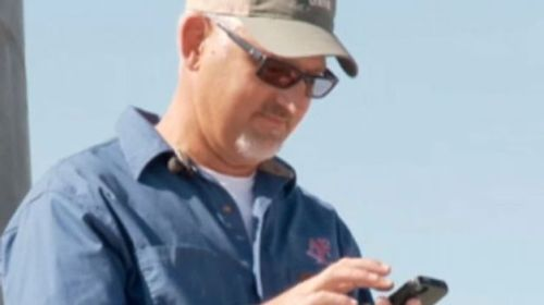 Akhirnya ponsel Iphone Kevin Whitney kembali kepada tuannya, setelah sempat melanglangbuana selama delapan bulan hingga ke Negeri Matahari Terbit, Jepang.