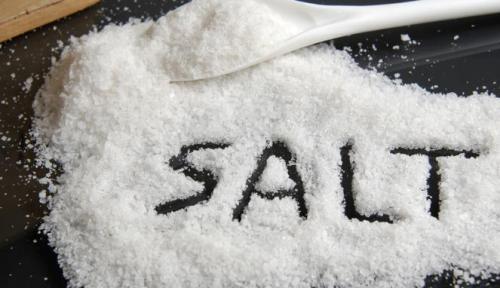 Dokter selalu memberikan nasihat untuk mengurangi konsumsi garam karena tidak baik untuk kesehatan. Tapi sekarang sebuah penelitian baru menunjukkan hal sebaliknya. Mengurangi garam meningkatkan resiko kematian dari serangan jantung dan stroke.