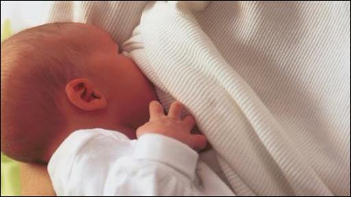 Manfaat menyusui untuk kesehatan bayi sudah jelas dan Badan Kesehatan Dunia merekomendasikan pemberian ASI selama enam bulan pertama.