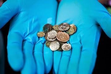Arkeolog menemukan 26 koin emas dan perak kuno milik suku Corieltauvi, sekelompok suku yang tinggal di Inggris sebelum penaklukan Romawi.
