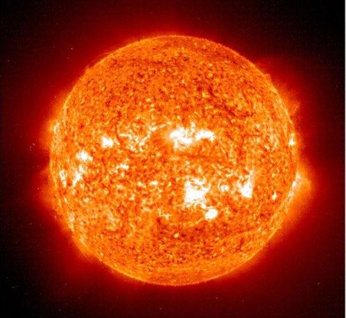 Badai matahari yang terjadi belakangan ini mulai menyemburkan gelombang radiasi tinggi. Gelombang radiasi tinggi bisa mengganggu satelit komunikasi yang tengah mengorbit bumi.