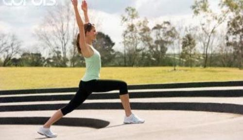 Sebelum aktivitas berolahraga, sebagai pemanasan, ada baiknya  praktisi reiki melakukan meditasi gerak pribadi. Ikuti gerak energi yang muncul, entah senam, menari, atau silat.