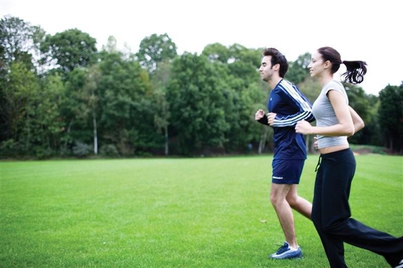 Manfaat Olahraga dengan Rajin berolahraga ketika masih muda tak hanya bisa memberikan manfaat saat itu juga, melainkan juga hingga orang tersebut dewasa dan tua. Penelitian terbaru mengungkap bahwa berolahraga teratur di usia muda akan meningkatkan kesehatan tulang dan menguatkannya hingga usia tua.