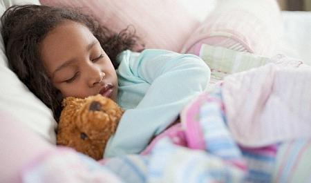 Anak tidur siang (Foto: Corbis) TIDUR di siang hari, tak hanya menghilangkan rasa lelah pada anak. Tetapi juga dapat membantu pertumbuhan si kecil.