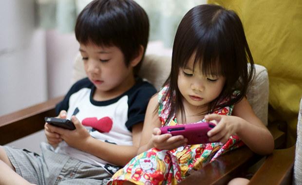 Di jaman teknologi komunikasi modern saat ini, kebutuhan pemakaian telepon tanpa kabel sudah jadi kebutuhan keluarga di Indonesia. Anak pun sudah pintar menggunakan peranti modern seperti telepon pintar atau tablet.