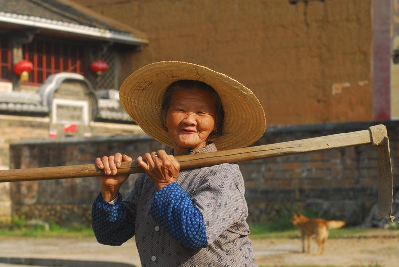 Nenek Li Hui Chin, petani Desa
