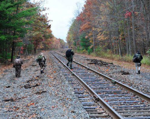Polisi dan agen federal terus menyisir Pegunungan Pocono mencari dugaan polisi pembunuh Eric Matthew FREIN 22 Oktober 2014 , di dekat Henryville , ( Chris Pos | lehighvalleylive.com ) Pa .