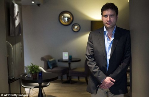 Aldric Duval percaya tamu yang menginap di hotel membayar dengan wajar sewa kamarnya.