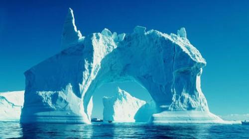 Ratusan gunung es terapung dari Antartika kini tengah bergerak ke Selandia Baru.