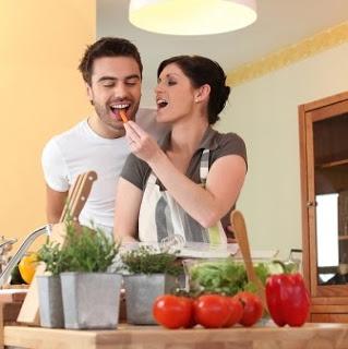 Tomat mudah didapat di pasar atau bisa menanam sendiri di kebun. Selain untuk menyuburkan kualitas sperma pria, tomat mencegah dari resiko kanker prostat.