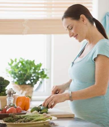 Menjaga kebersihan lingkungan dari udara kotor sangat dianjurkan bagi ibu hamil, agar tak terpapar polutan udara. Selain itu Kebutuhan gizi pada ibu yang sedang mengandung dan menyusui sangatlah harus dipertimbangkan karena menyangkut gizi anak sebelum akhir dan semasa bayi.