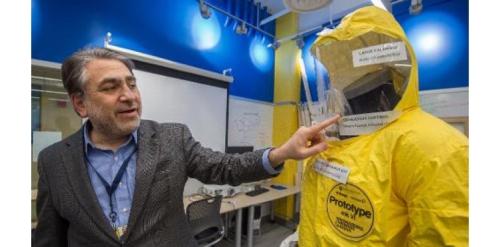 Baju pelindung saat menangani pasien terinfeksi virus ebola.