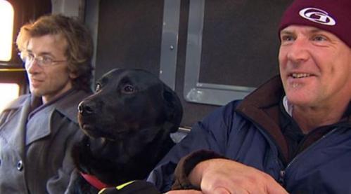 Begitu duduk manis di kursi penumpang, Eclipse acuh saja terhadap penumpang pria di sebelahnya. Ia hanya mendengus tatkala ada penumpang yang menyentuhnya.